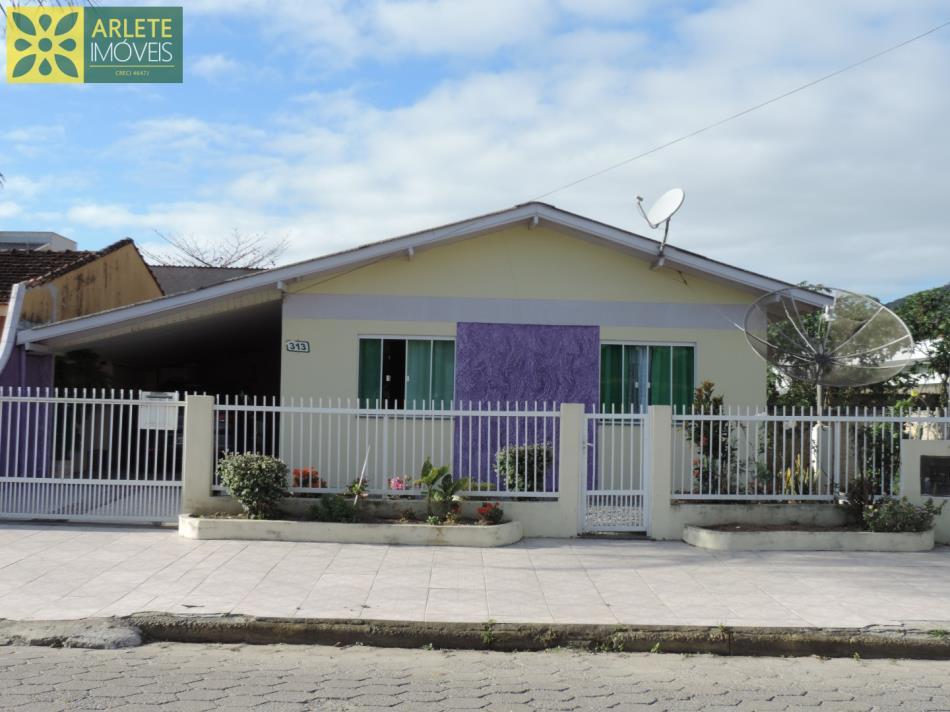 Casa Codigo 1749 a Venda no bairro-Perequê na cidade de Porto Belo