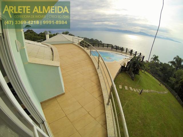 Casa Codigo 800 para Temporada no bairro Araça na cidade de Porto Belo