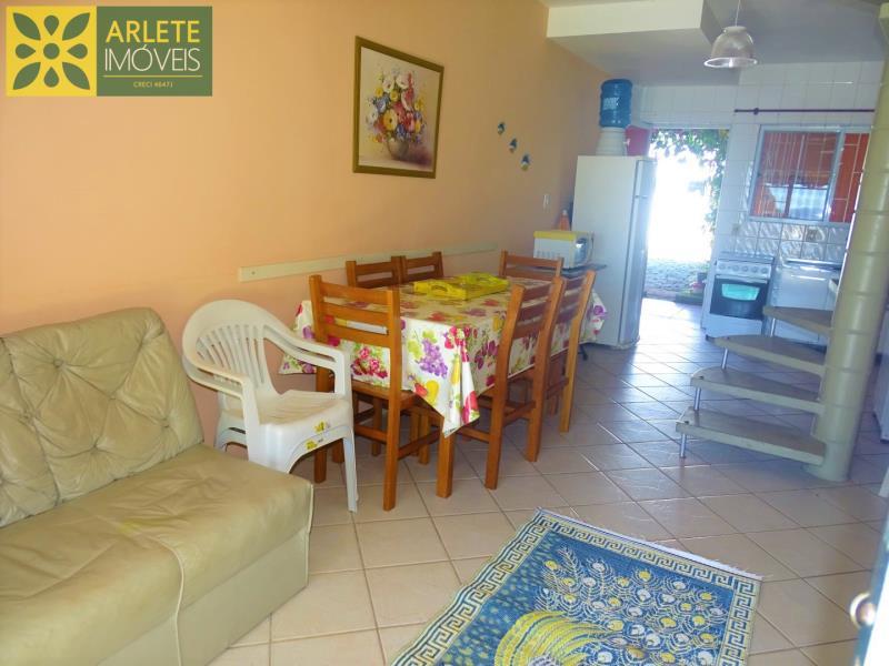 9 - sala de estar e cozinha imóvel locação porto belo
