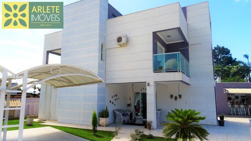 Casa Codigo 810 a Venda no bairro-Centro na cidade de Porto Belo