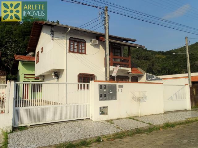 15 - fachada imóvel residencial locação porto belo