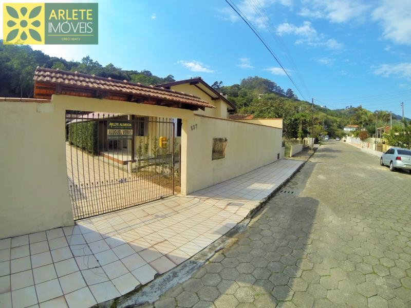 Casa Codigo 133 para Temporada no bairro Centro na cidade de Porto Belo