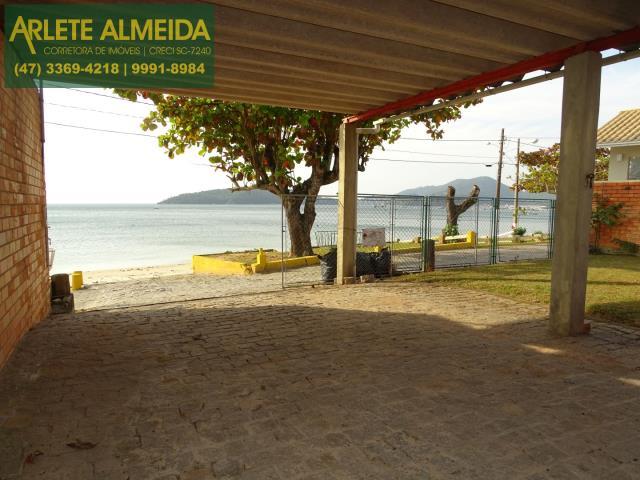 Casa Codigo 116 para Temporada no bairro Centro na cidade de Porto Belo