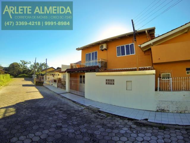 Casa Codigo 122 para Temporada no bairro Centro na cidade de Porto Belo