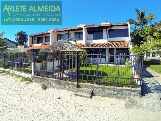 1 - fachada praia casa beira mar locação porto belo