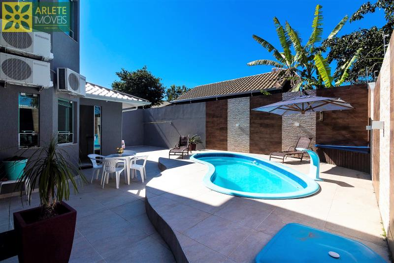 2 - área de lazer casa com piscina para aluguel em Bombinhas