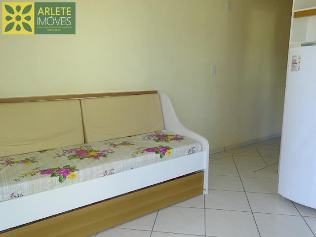 6 - sofá cama  locação bombinhas