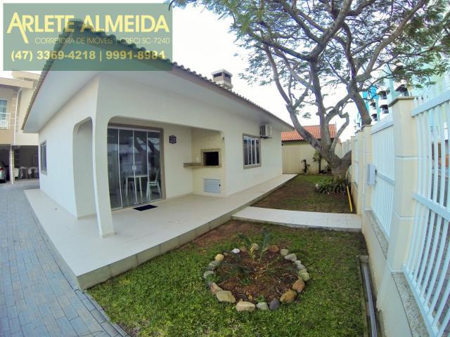 Casa Codigo 354 para Temporada no bairro Centro na cidade de Bombinhas