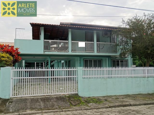 Casa Codigo 357 para Temporada no bairro Centro na cidade de Bombinhas