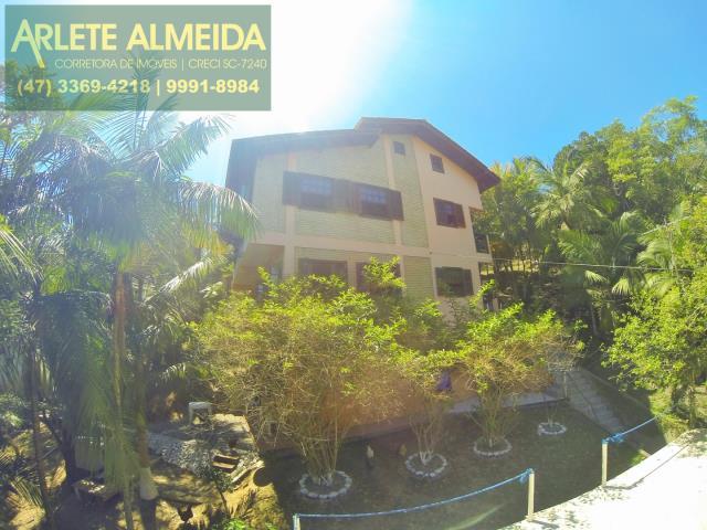 Casa Codigo 777 a Venda no bairro-Centro na cidade de Porto Belo