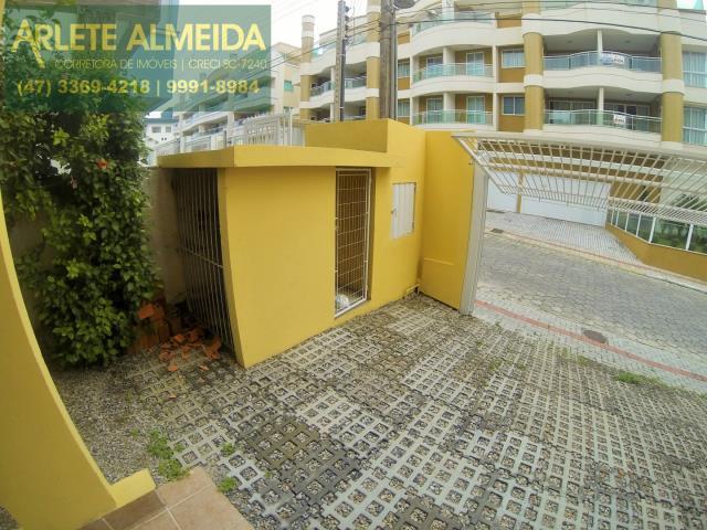 25 - LIXEIRA (TAMPA MENOR) BOX DE PRAIA (MAIOR)