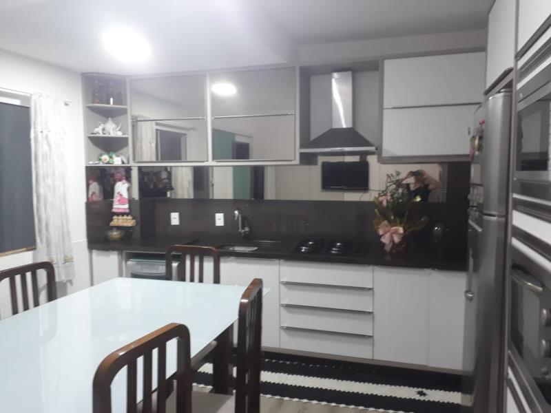 Cozinha com belos móveis embutidos