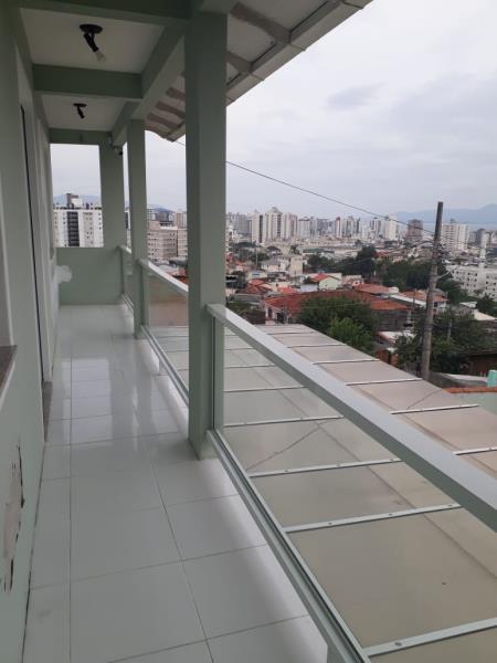 Sacada no segundo piso com vista para São José