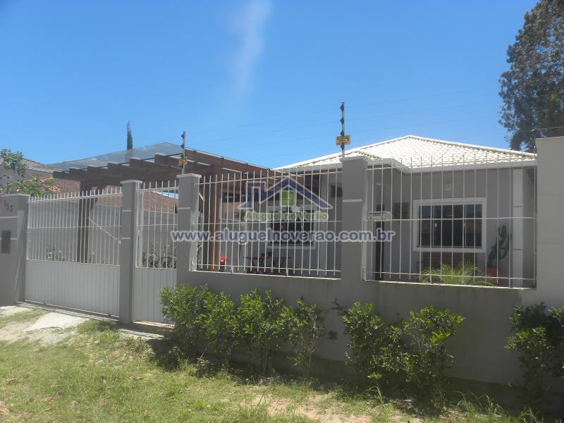 Casa Codigo 4005 para temporada no bairro Cachoeira do Bom Jesus na cidade de Florianópolis Condominio