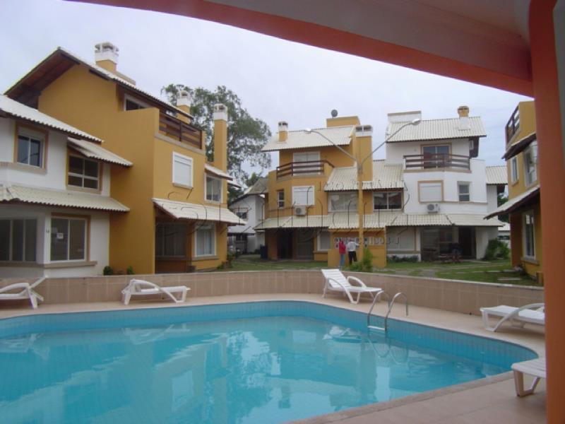 Casa Código 7982 para Venda no bairro Cachoeira do Bom Jesus na cidade de Florianópolis