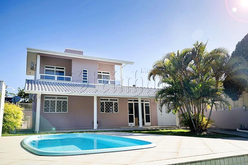 Casa Código 9961 para Aluguel Temporada  no bairro Cachoeira do Bom Jesus na cidade de Florianópolis