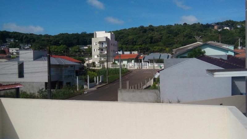 Duas áreas externas elevadas proprorcionando uma linda vista.