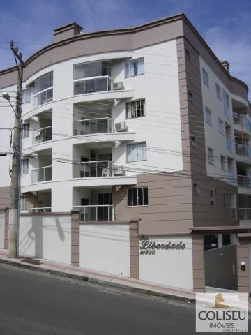 Apartamento semi-mobiliado, localizado no Residencial Liberdade. 01 suíte+02 quartos. Condomínio com piscina e toda a infra-estrutura que sua família necessita para viver bem e com segurança.                                                                                                                                                                                                                                                                                                                     ...