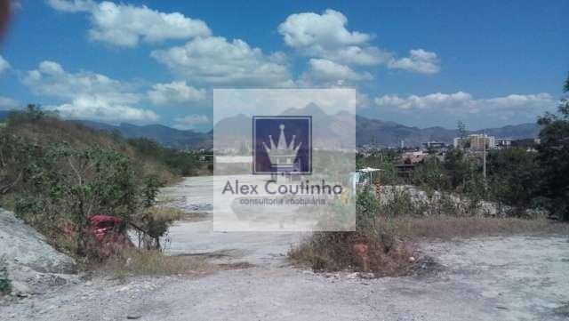 0225892efa Av. Prefeito Julio de Moraes Coutinho - Caju/RJ, alugo ou vendo excelente  área Comercial/Industrial com 14.000 m2 (praticamente extensão do  Porto-RJ), ...