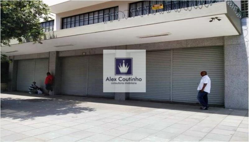 Alugo maravilhosa loja (frente de rua) com 200m2 de chão, imóvel localizado no melhor ponto da região do Porto Maravilha, ao lado de vários edifícios corporativos novos, imóvel em excelente estado, prontinho para início imediato de atividades. LIGUE AGORA E AGENDE UMA VISITA                                                                                                                                                                                                                                ...