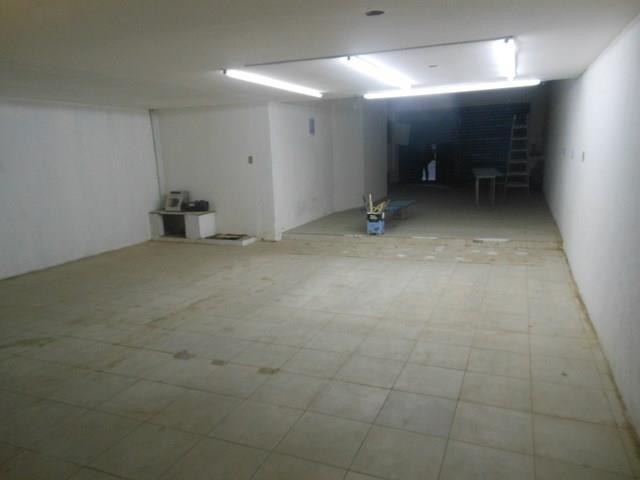 Centro - RJ, Visconde de inhauma, alugo maravilhoso lojão com 270 m2, com frenre de 5 m2 ( na entrada), logo após a entrada a largura da loja vai para 7 m2, com profundidade total de30 m2 e girau com aprox. 70 m2, em localização bastante movimentada.  Aluguel: R$ 28.0000,00, (sem luvas). Sem condomínio e isento de iptu!  LIGUE AGORA E AGENDE UMA VISITA!!                                                                                                                                           ...
