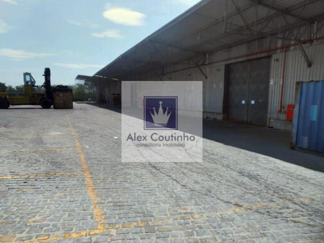 Cajú - RJ, alugo ou vendo excelente área com total de 25.000 m2, ao lado do Porto do RJ, com galpão com 4.000 m2 de área construída (dentro da área de 25.000m2). A localização é estratégica, considerada nobre para empresas que acessam o porto. Valor da locação: R$ 15,00 m2. Valor de venda R$ 2.500,00 o m2. LIGUE AGORA E AGENDE UMA VISITA!!                                                                                                                                                             ...