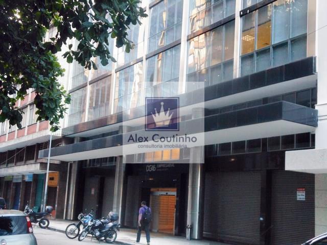 RUA DOM GERARDO -  Alugo excelente loja frente de rua com 372m2, sendo 166m2 de chão e 206m2 de mezzanino. A loja possui frente de aprox. 11m2  o pé direito do térreo possui altura de 2,42m2 e do mezzanino altura de 2,48m2, a localização é boa e o imóvel é isento do pagamento de condomínio.  DETALHES E VALORES  Valor de locação mensal por m2: R$ 95,00 (parte de baixo) Valor de locação mensal mezzanino: 50% de desconto = R$ 47.50,00. Iptu mensal por m2: aproximadamente R$ 6,00 Condominio: ...