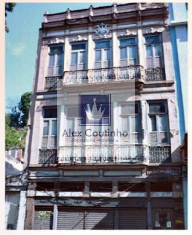 Alugo 5 lojas na Rua da Carioca, juntas ou separadas.  Todas as lojas são frente de rua e não tem condominio.  Loja 1 -  226 m2, aluguel R$ 16.500,00, iptu R$ 1,00 / m2, mensal.  Loja 2 -  352 m2, aluguel, R$ 27.000,00, iptu R$, 1,00/ m2, mensal.  Loja 3 -  337 m2, aluguel R$ 27.300,00, iptu R$ 1,00/ m2, mensal.  Loja 4 - 375 m2, aluguel R$ 30.000,00. iptu R$ 8,00/ m2, mensal.  Loja 5 - 887 m2, aluguel R$ 60.000,00, iptu R$ 9,00/ m2, mensal.  Obs: os valores de locação e iptu const...