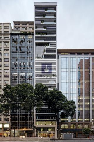 Reformado pelo escritório Triptyque no Rio de Janeiro, o RB12 produzirá a energia elétrica que consome.  Localizado na Avenida Rio Branco, principal via de comércio do centro do Rio de Janeiro, o RB12 foi revitalizado para atingir um padrão sustentável, reduzindo o consumo de energia por meio de painéis fotovoltaicos e uma série de outras ações que prometem aproveitar melhor a luz natural e gerir o consumo de água e o conforto térmico.   O retrofit-verde transformou o prédio de 21 andares e ...
