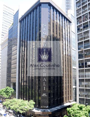 EDIFICIO GENERALI -  O Ed. Generali está localizado na Av. Rio Branco, 128, no coração do Centro da cidade Rio de Janeiro. O edifício possui um total de 19 andares com lajes a partir de 581 m² e conta com 3 elevadores sociais. O Generali possui ar-condicionado Central, piso elevado e forro modular. O  edifício é um ícone do Centro do RJ,  foi um dos primeiros edifícios de lajes corporativas de alto padrão construidos no Brasil.  Disponibilidade: total 2.953 m2 Lajes a partir de 581 m2 Va...