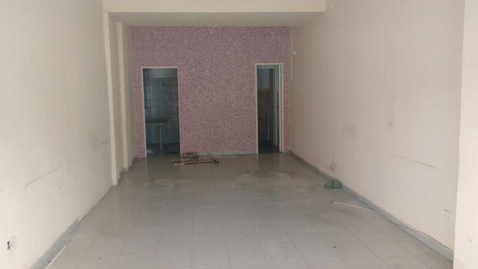 Loja+Codigo+51+para+alugar+no+bairro-Centro+na+cidade+de+Pindamonhangaba+Condominio+edificio darci lourenço