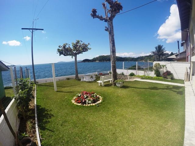 Jardim com vista para o mar
