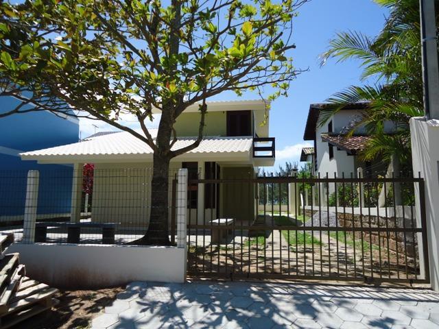 Casa Código 132 para Temporada no bairro Centro na cidade de Garopaba