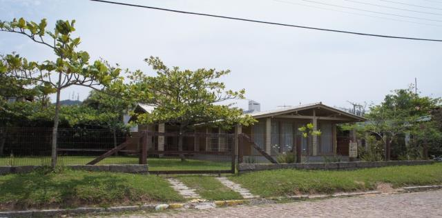 Casa Código 109 para Temporada no bairro Centro na cidade de Garopaba
