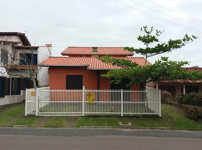 Casa Código 99 para Temporada no bairro Centro na cidade de Garopaba