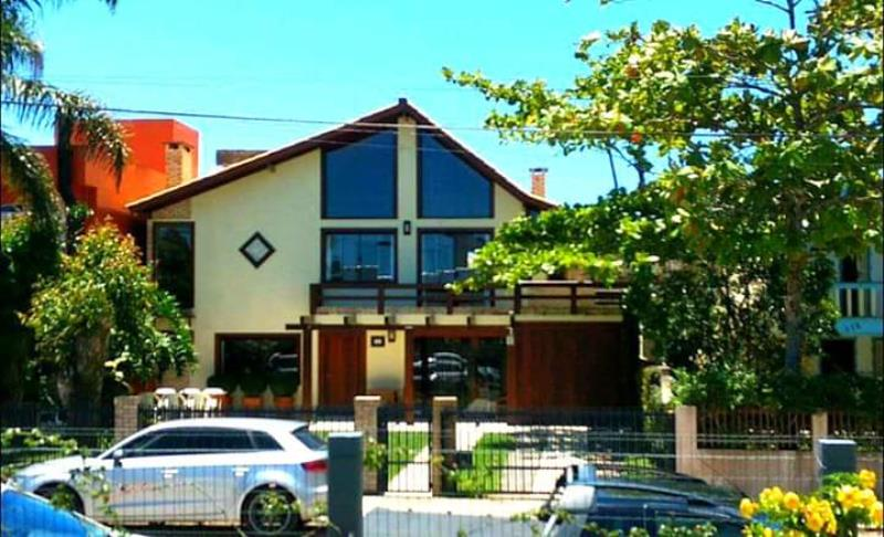 Casa-Codigo-171-para-Aluguel-Temporada--no-bairro-Centro-na-cidade-de-Garopaba