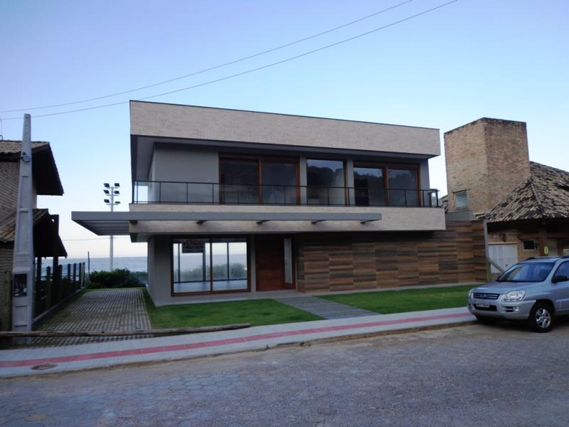 Casa Código 22 para Venda no bairro Morrinhos na cidade de Garopaba