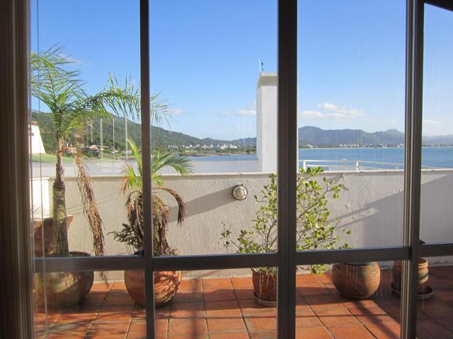 Apartamento Código 79Temporada no bairro Ponta das  Canas na cidade de Florianópolis