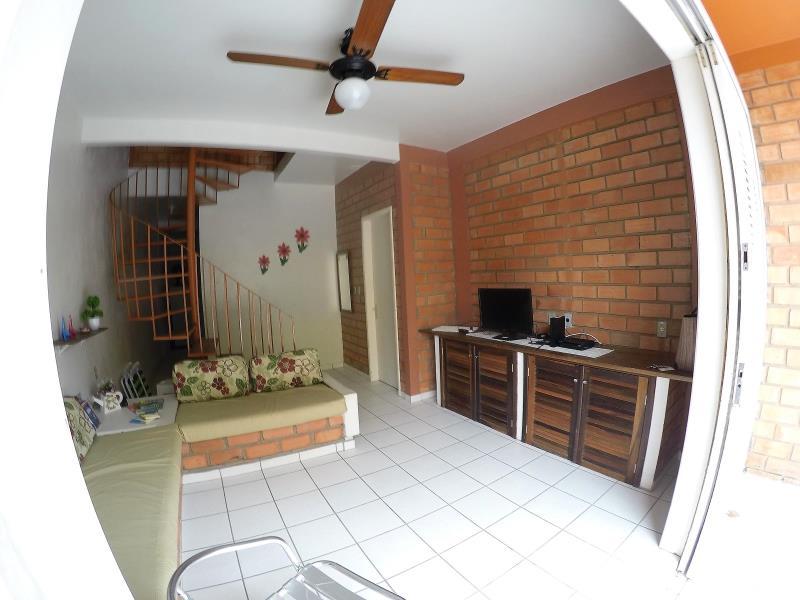 Casa Geminada Código 105Temporada no bairro Cachoeira do Bom Jesus na cidade de Florianópolis