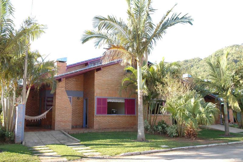 Casa Código 168Temporada no bairro Cachoeira do Bom Jesus na cidade de Florianópolis
