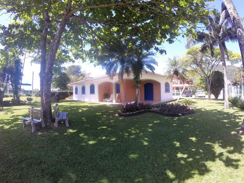 Casa Código 204Temporada no bairro Cachoeira do Bom Jesus na cidade de Florianópolis