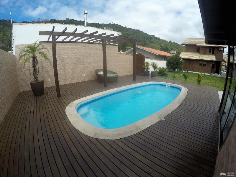 Casa Código 213Aluguel Anual e Venda no bairro Cachoeira do Bom Jesus na cidade de Florianópolis