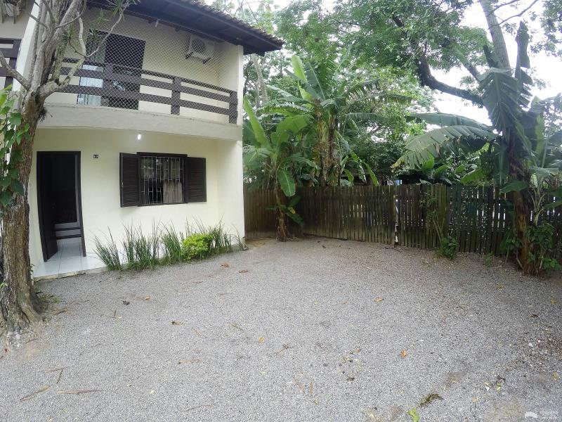 Apartamento Código 244Temporada no bairro Cachoeira do Bom Jesus na cidade de Florianópolis