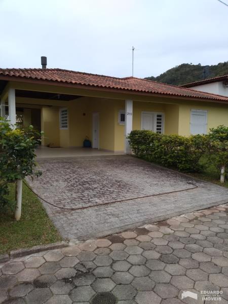 Casa Código 412Venda no bairro Cachoeira do Bom Jesus na cidade de Florianópolis