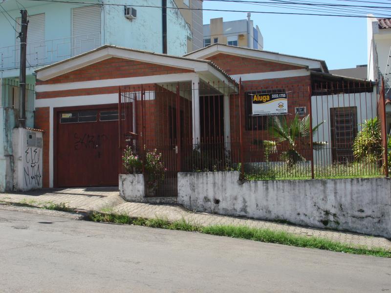 Casa Codigo 6717 para alugar no bairro Nossa Senhora do Rosário na cidade de Santa Maria