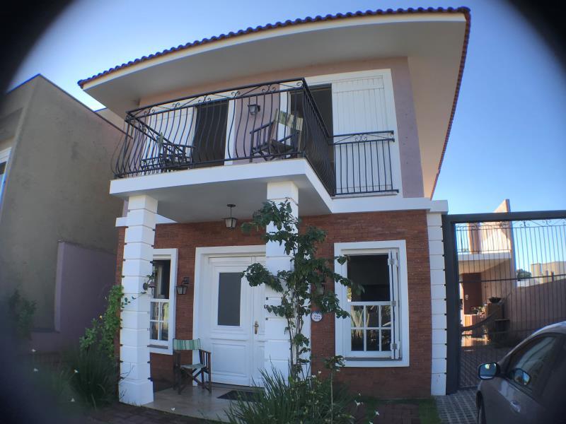 Casa Código 6853 a Venda no bairro Tomazetti na cidade de Santa Maria