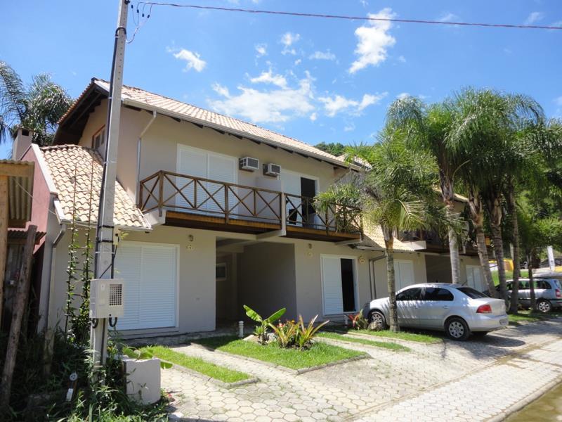 Sobrado-Codigo-29-para-Alugar-na-temporada-no-bairro-Bombas-na-cidade-de-Bombinhas