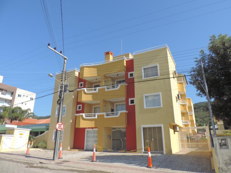 Apartamento-Codigo-105-para-Alugar-na-temporada-no-bairro-Bombas-na-cidade-de-Bombinhas