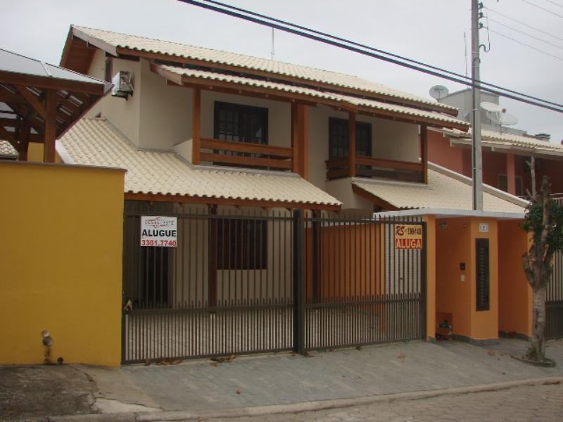 Sobrado-Codigo-231-para-Alugar-na-temporada-no-bairro-Bombas-na-cidade-de-Bombinhas