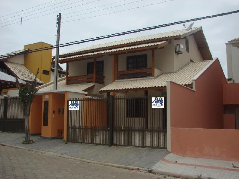 Sobrado-Codigo-232-para-Alugar-na-temporada-no-bairro-Bombas-na-cidade-de-Bombinhas